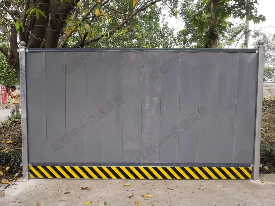 我公司为大丰某道路提供彩钢围挡打围