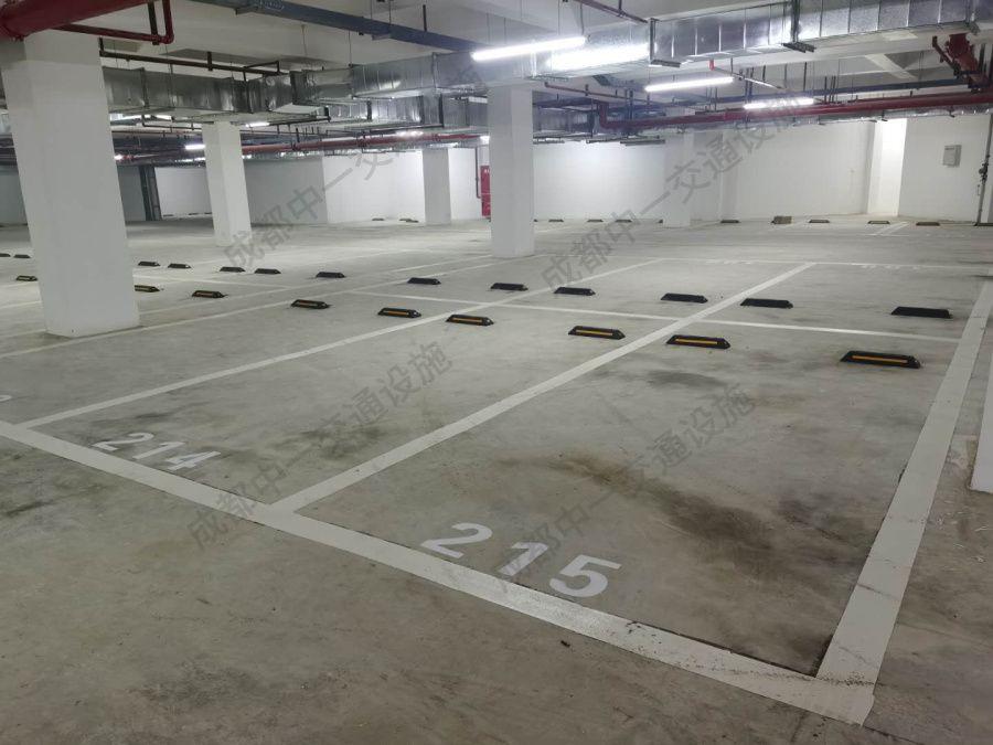 新都某商场地下室采购我司停车场设施