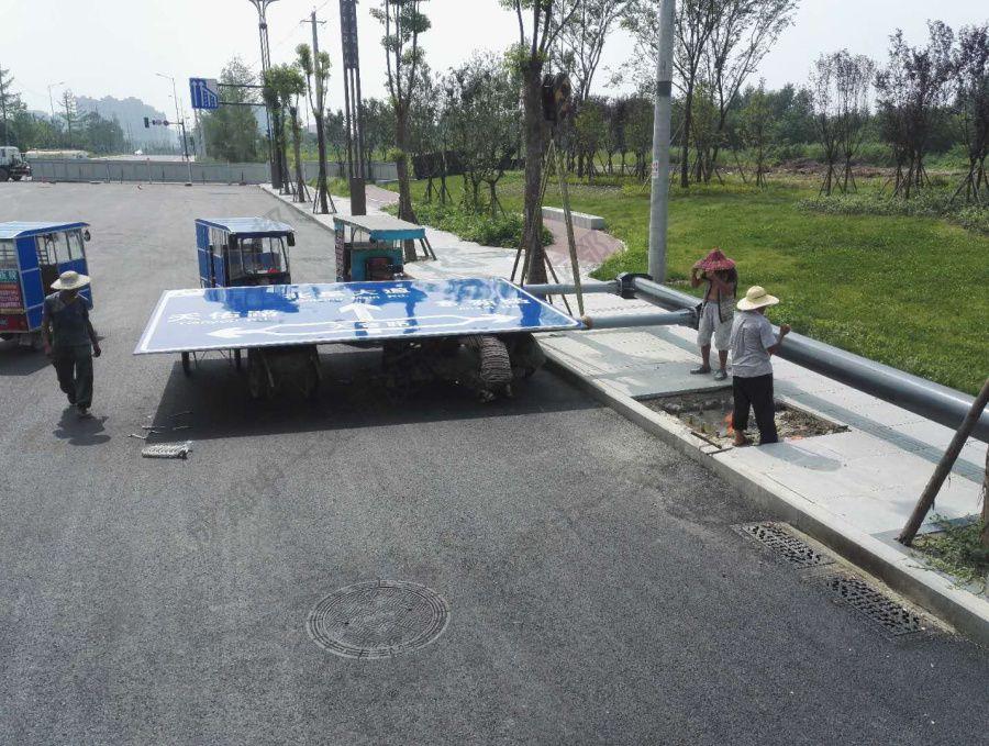 宜宾某城市道路安装使用我司指路牌
